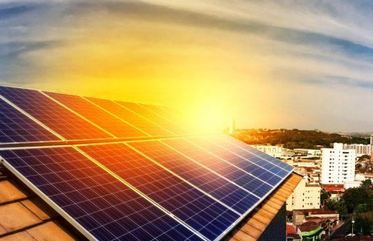 Solar Panel Pemanfaatan Sumber Energy Matahari untuk Kebutuhan Listrik dan Lingkungan